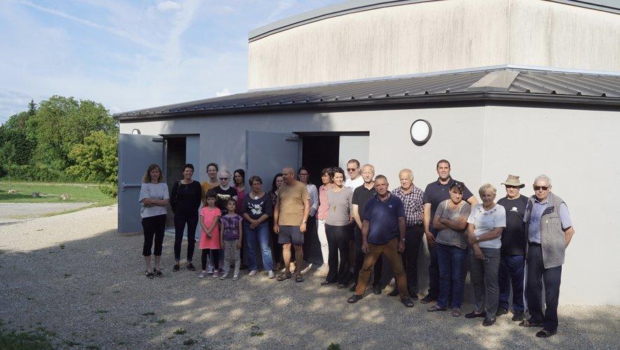 Les responsables des associations découvrent leurs nouveaux locaux de rangement