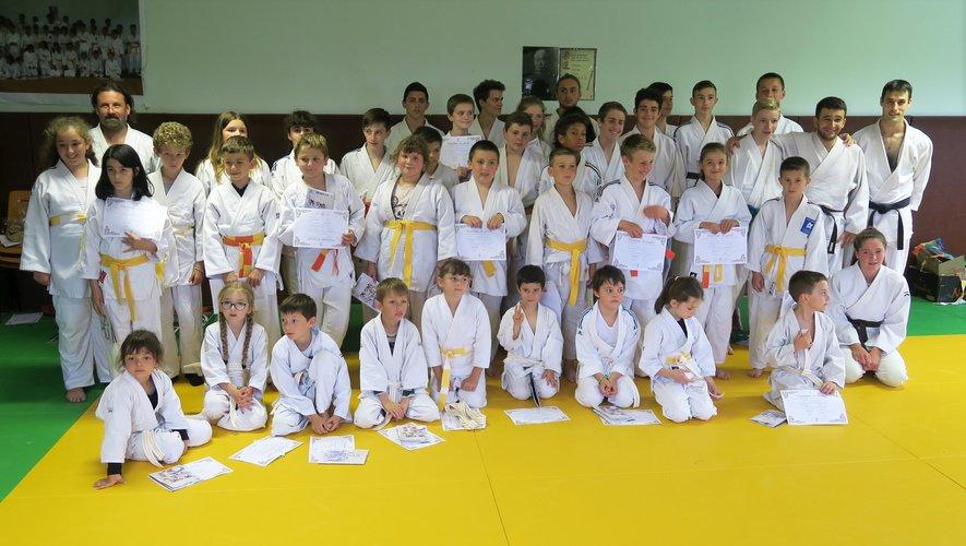 Les judokas de Saint-Amans-des-Côts ont reçu leurs nouvelles ceintures.
