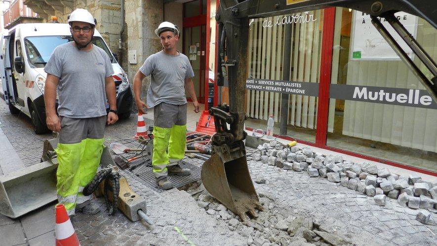 Sur cette partie de rue la fibre a dû être installée en souterrain.