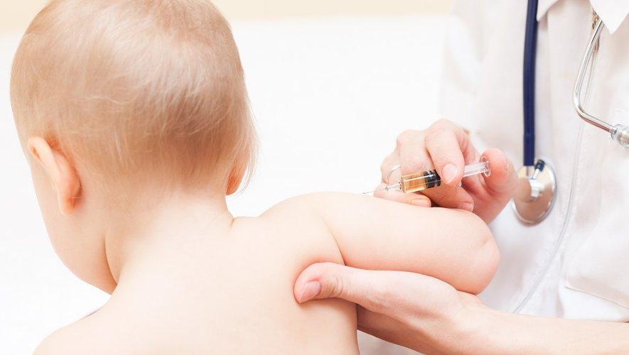 Nourrissons : les 11 vaccins obligatoires jugés sans danger par l'ANSM