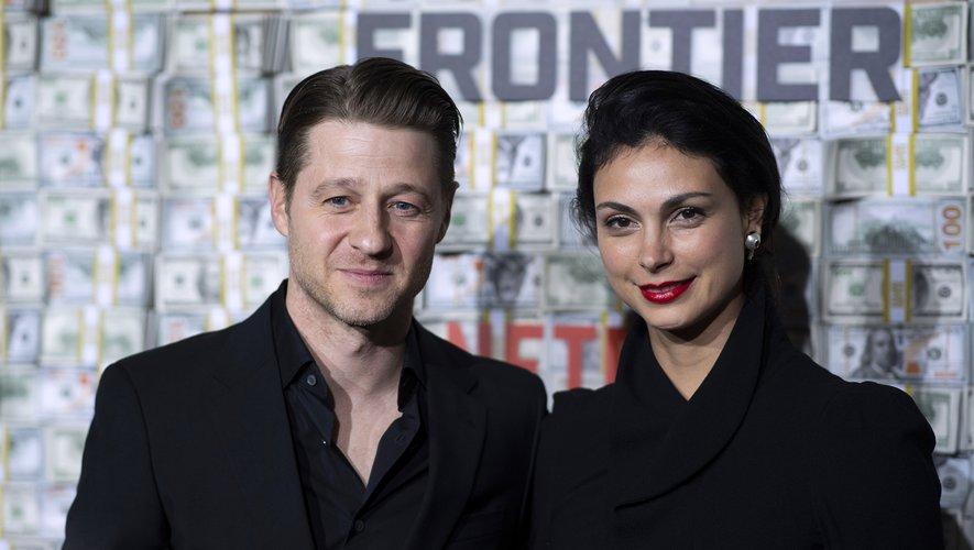 """Ben McKenzie (à gauche) et Morena Baccarin ont tous les deux joué dans la série """"Newport Beach"""" en 2006, plus de dix ans avant leur mariage."""