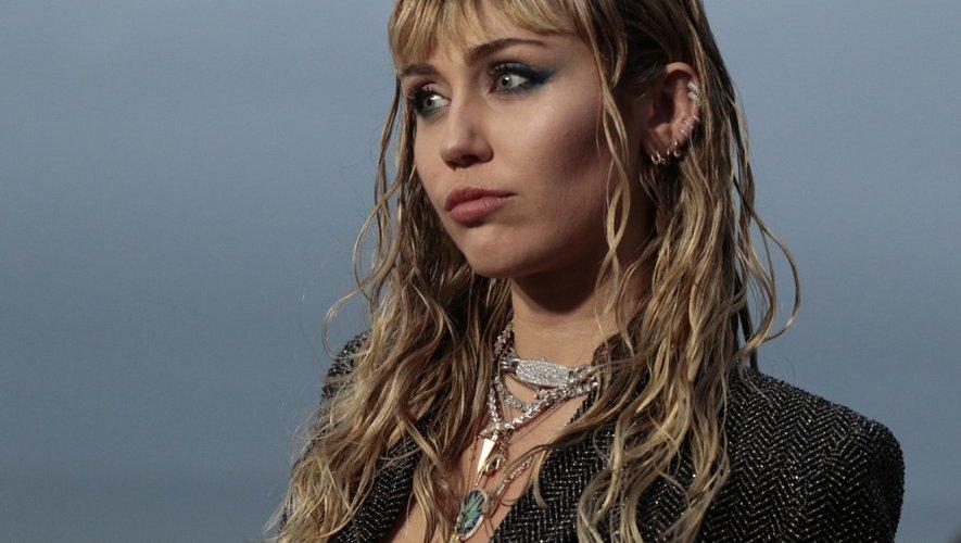 L'Américaine Miley Cyrus au défilé Saint Laurent, collections hommes printemps/été 2020 à Malibu, Californie, le 6 juin 2019