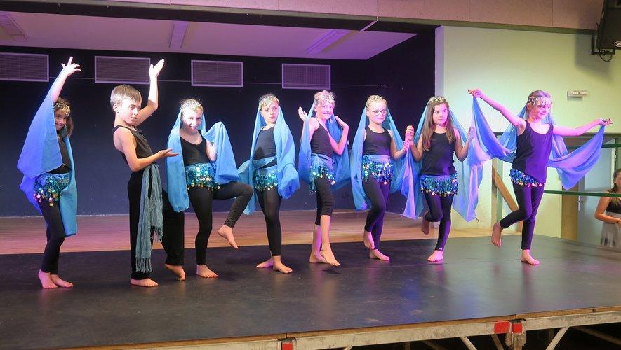 Les danseuses et danseursont exprimé tout leur talentavec beaucoup de grâceet d'enthousiasme,