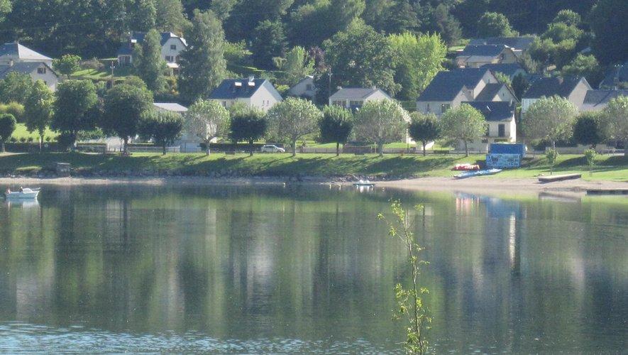 ... avec vue sur le lac et ses lointains.