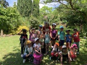 Les élèves de Versols découvrent le jardin de la Colombie et le château