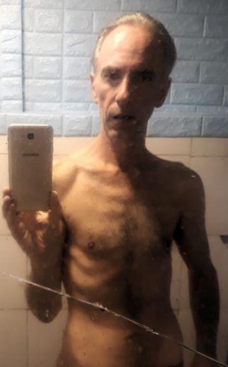 Mathias Echène, dans sa prison à Bali, d'où il a envoyé cette photo, datant de début juin.
