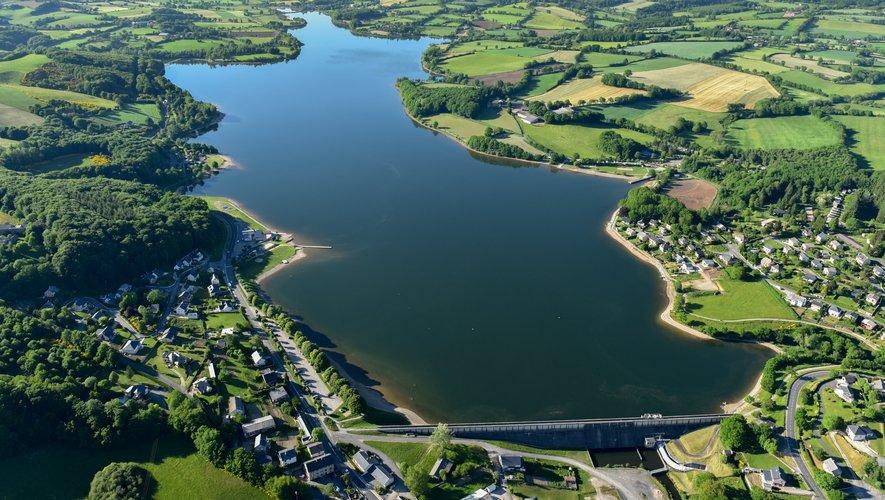 Le lac de Villefranche-de-Panat possède aussi des plages aménagées.