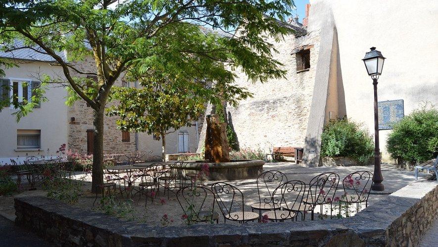 La place Marcellin-Cazal-de-Naucelle.