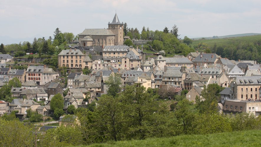 Vue sur le village de Laguiole.