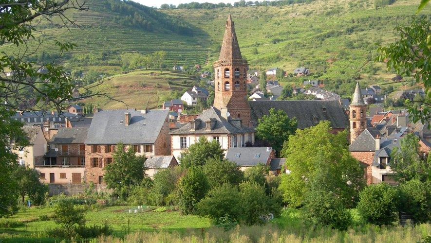 Vue de l'église de Marcillac.