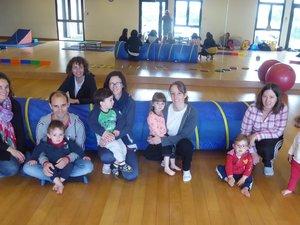 Moment de partage lors de la séance gym parents-bébés
