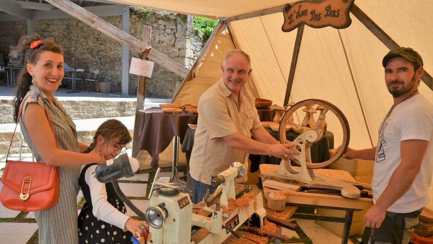 L'atelier de Julien Cavaillé avec sa fabrication participative la roue en bois tourné des  40 ans du musée a eu un beau succès.