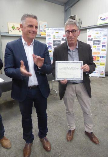 Gilles Enjalbert et le maire Jean-Philippe Sadoul.