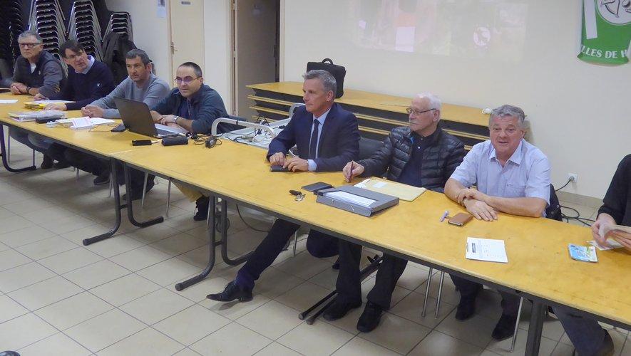 Les membres du bureau de l'ACCA autour du maire Jean-Philippe Sadoul.