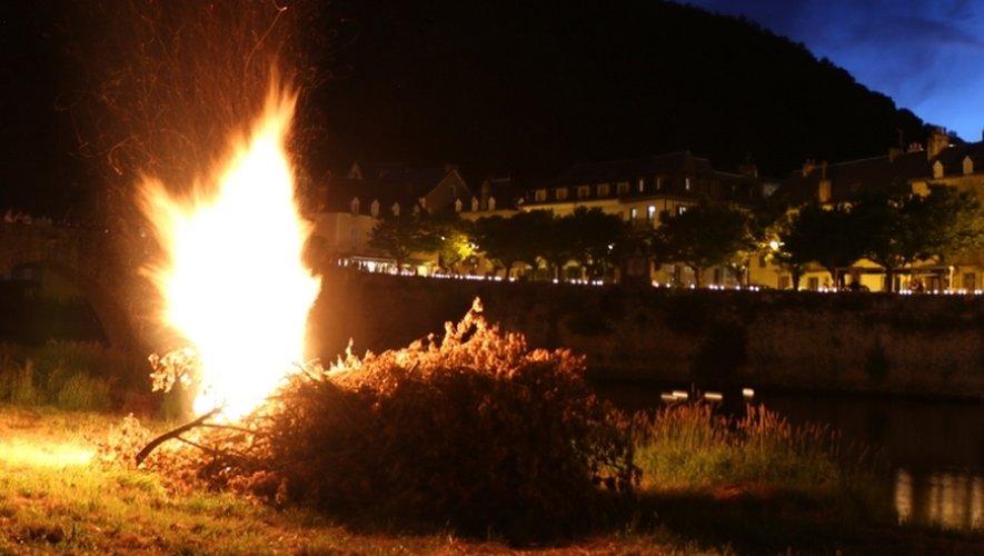 Le feu de la Saint-Jean a illuminéla cité.
