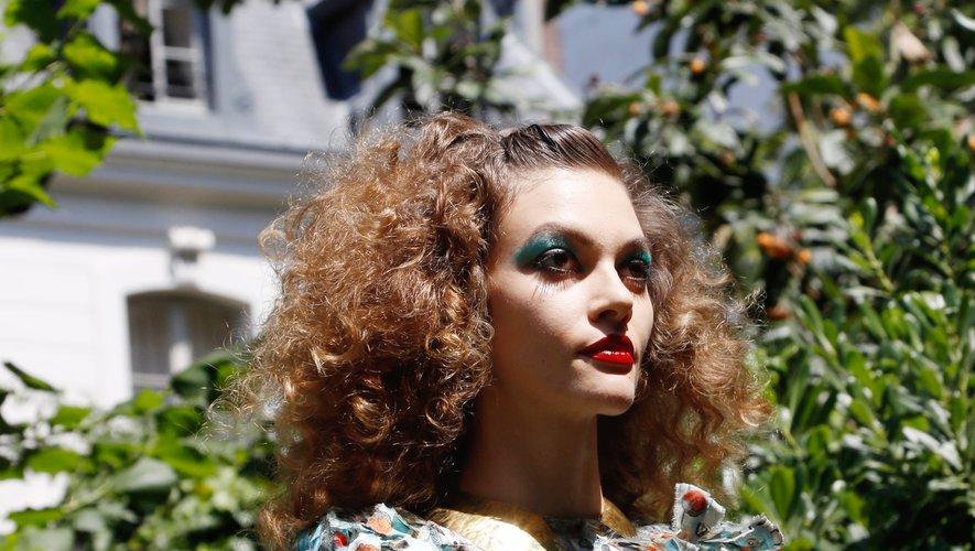 Mise en beauté inspirée des années 80 chez RVDK Ronald van der Kemp