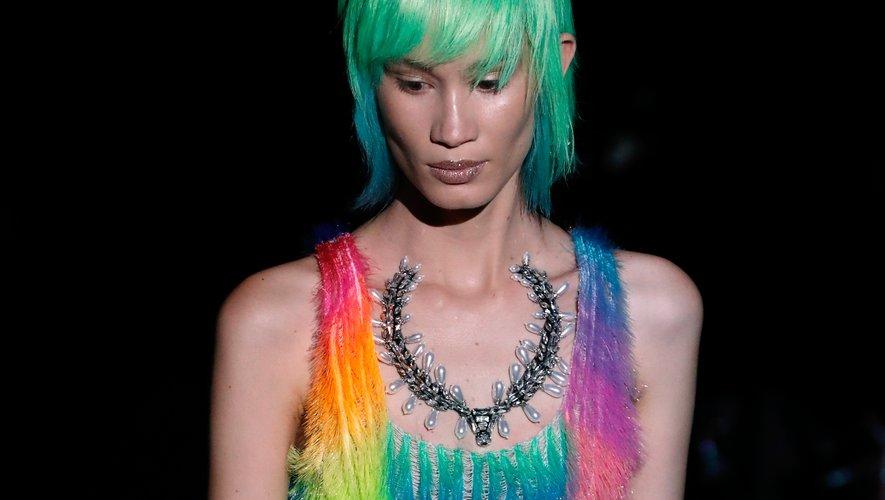 Chevelure multicolore chez Schiaparelli