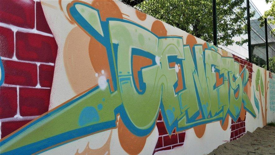 Une fresque murale peinte par les enfants à voir à l'école