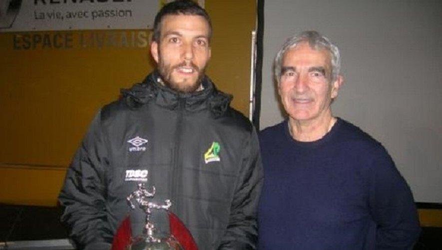 Antoine Lebègue aux côtés de Raymond Domenech  lors de la remise du trophée « éducateur de l'année ».