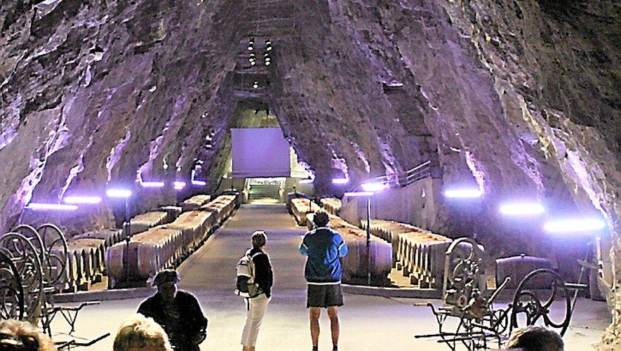 Des caves souterraines « Terra-Vinaé ». Véritable cathédrale, tailléepar des mineurs, dans le gypse à 80 mètres sous terre,