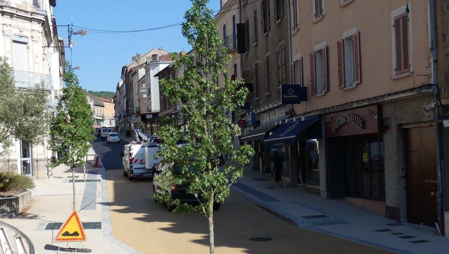 Après un an et demi de travaux intenses, la rue Cayrade retrouve une seconde jeunesse.