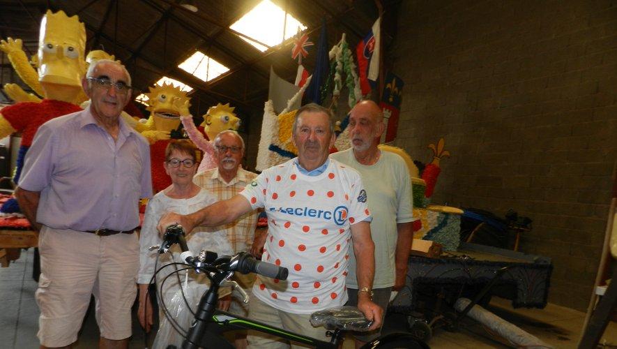 Une tombola a été organisée pour ces fêtes. Le premier lot, un vélo, a été gagné par Serge Dega.