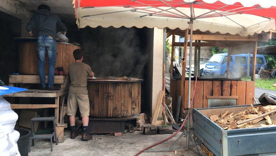 Matthew produit une bière paysanne et écologique.
