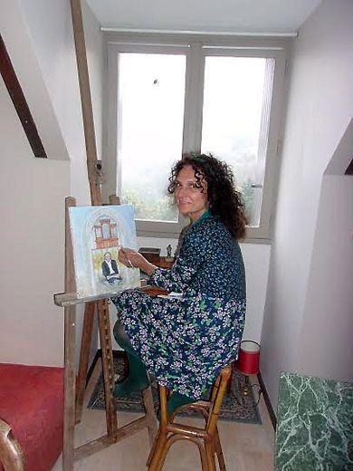 Yoanna Yglaris dans son univers de peinture et de nature.