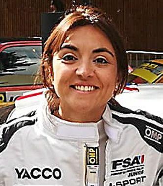 """A la question : départementale sinueuse ou autoroute ?, Charlotte Berton répond : """" Je suis une pilote de rallye ! """""""