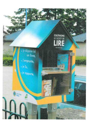 La boîte aux livres implantée place de l'Église à Luc.