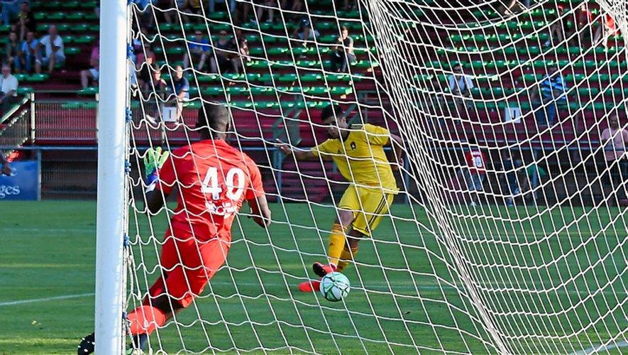 Victorieux de Châteauroux (4-2) lors de leur premier match de préparation, les Ruthénois ont semblé émoussés face aux Auvergnats.