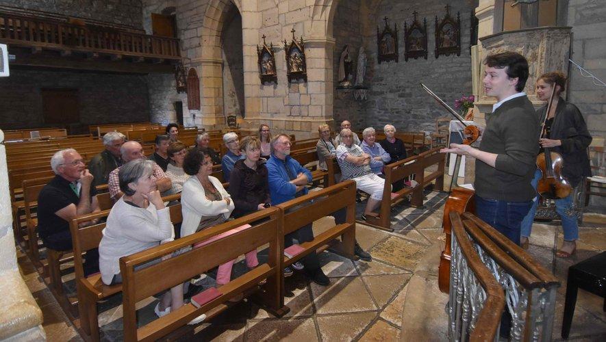 Atelier de médiation musicale  en l'église de Prades-d'Aubrac.