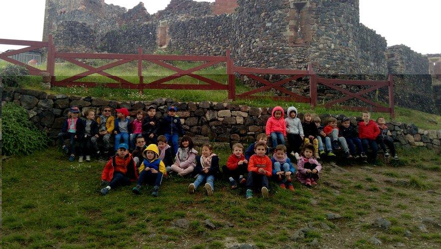 Les maternelles et cours préparatoires visitent le château de Calmont-d'Olt