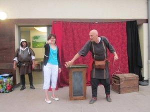 Le baron dans ses œuvres les plus cocasses avec Nathalie, sa consentante victime !