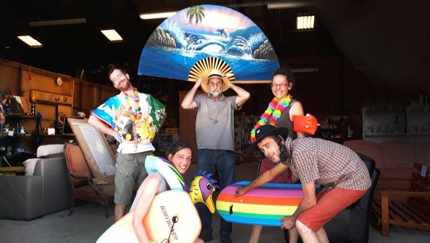 Les bénévoles de la Transformerie prêts pour un été tropical et festif.