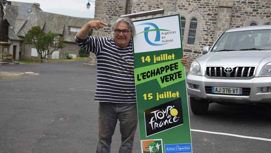 """Michel Rouquette, maire de Lacalm, en plein prépratif de """"L'Echappée verte"""" ce dimanche sur l'Aubrac."""