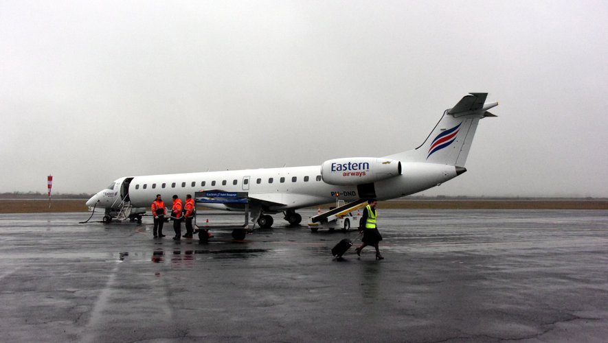 Un problème sur une roue, détecté avant le départ vers Orly à 6h50, a conduit à l'annulation de deux vols.