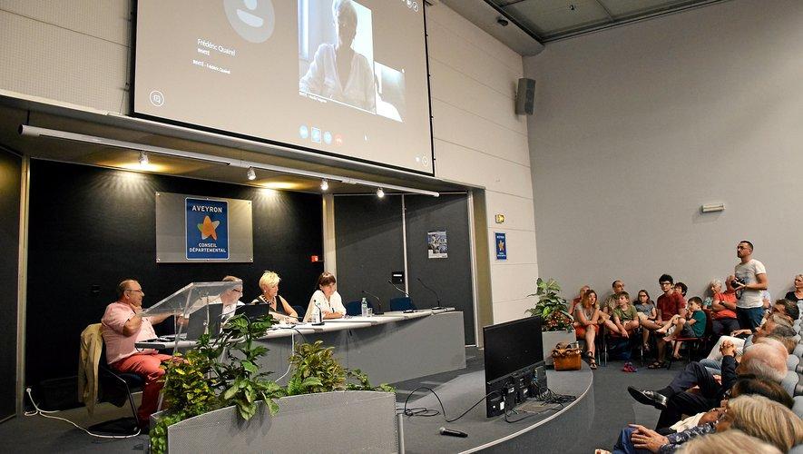 L'intervention de Claudie Haigneré a eu lieu en visioconférence.