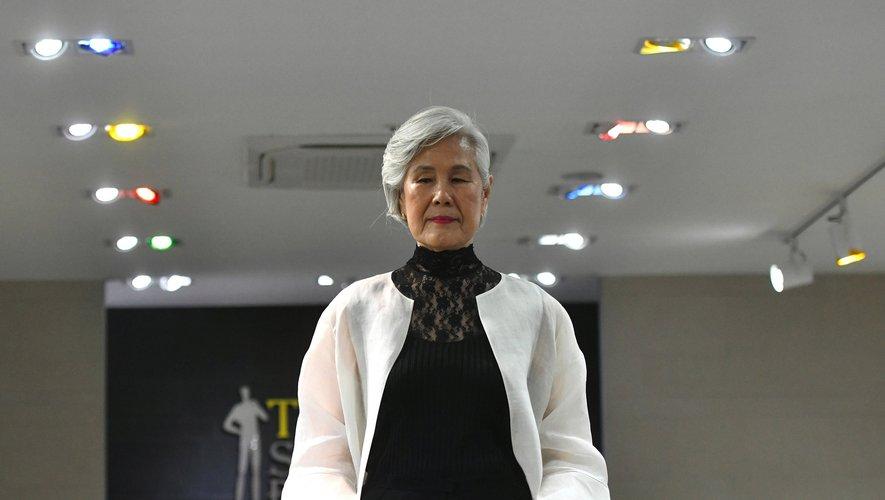 Choi Soon-hwa,75 ans, défile sur les podiums, devenant une icône improbable en Corée du Sud