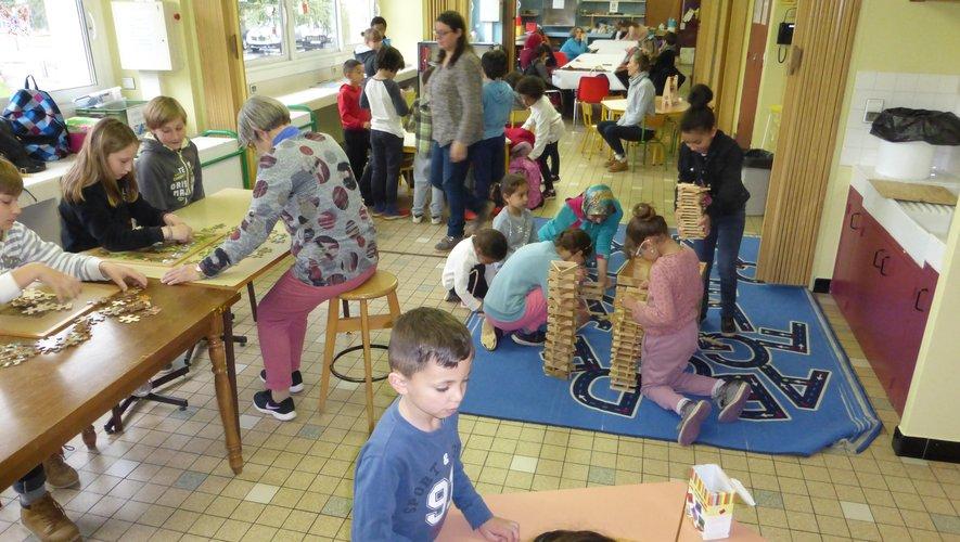 Les enfants de moins de 10 ans sont invités à venir s'amuser aux jeux de société.