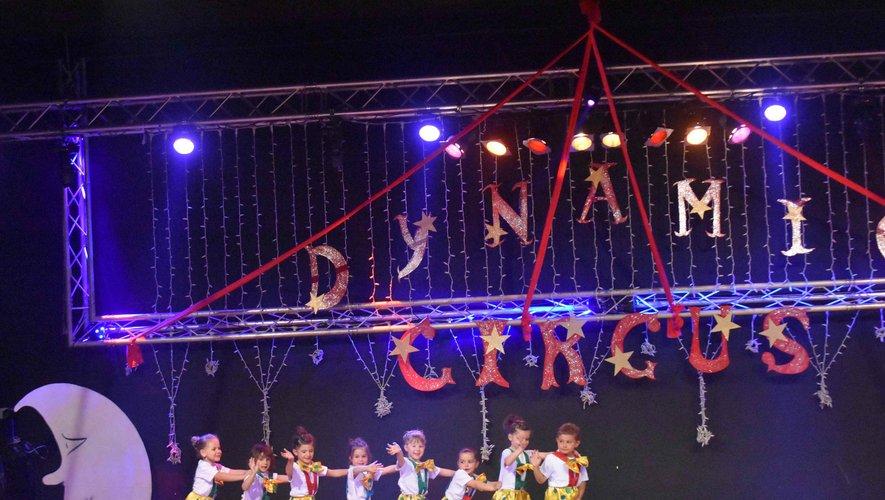 Les petites danseuses au spectacle de fin d'année de Dynamic Gym