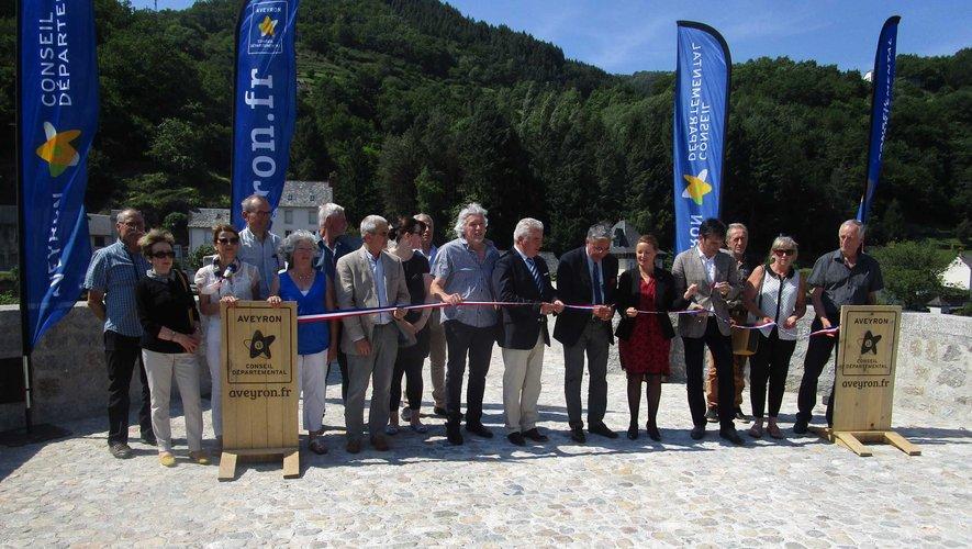 Photo sur le pont de la Truyère, pour l'ADMR