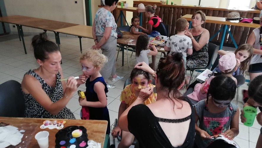 Séance de maquillage pour les enfants
