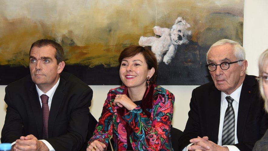 Stéphane Bérard, à gauche  de Carole Delga, était présent sur le marché de Rodez.