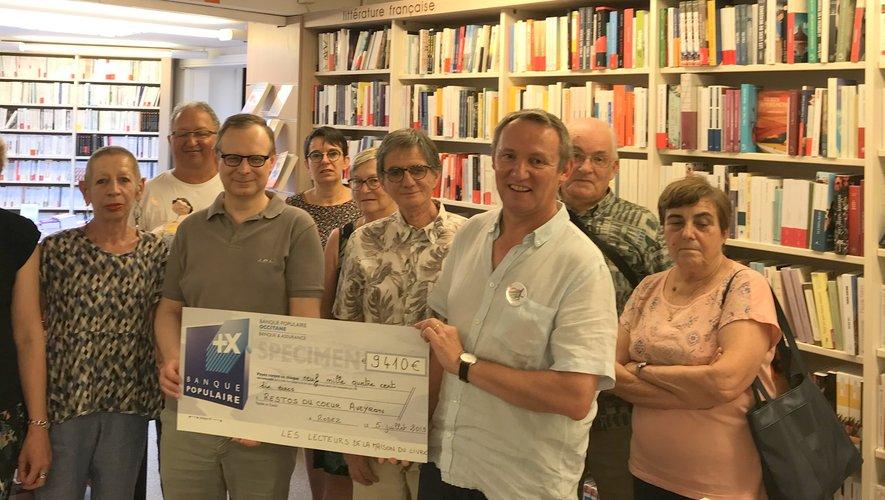 Le chèque a été remis à la Maison du livre, à Rodez.