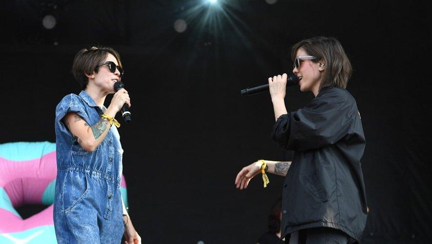 Sara Quin et Tegan Quin du duo Tegan and Sara, sur la scène du festival The Meadows Music & Arts Festival à Citi Field, le 15 septembre 2017 à New York.