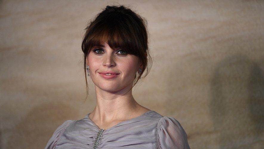 """Felicity Jones jouera aux côtés de George Clooney dans """"Good Morning, Midnight"""" pour Netflix"""