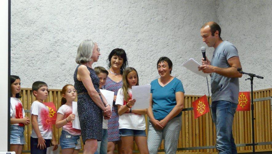 Les parents d'élèves, les élèves et la mairie ont remercié Mme Sigaud pour son travail effectué au sein de l'école depuis plus de 30 ans.