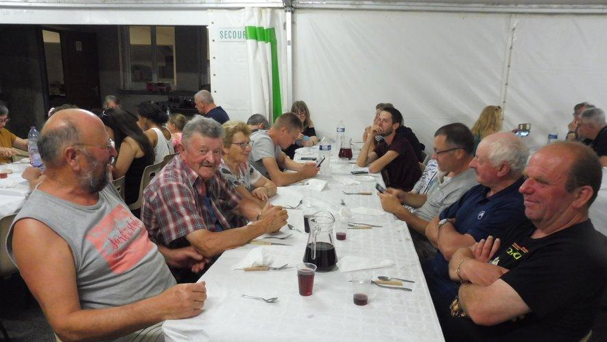 De nombreux convives  lors du repas dansant, samedi soir.