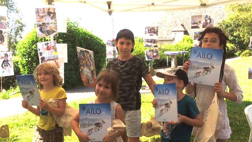 Les enfants ont reçu un livre sur la Laponie.